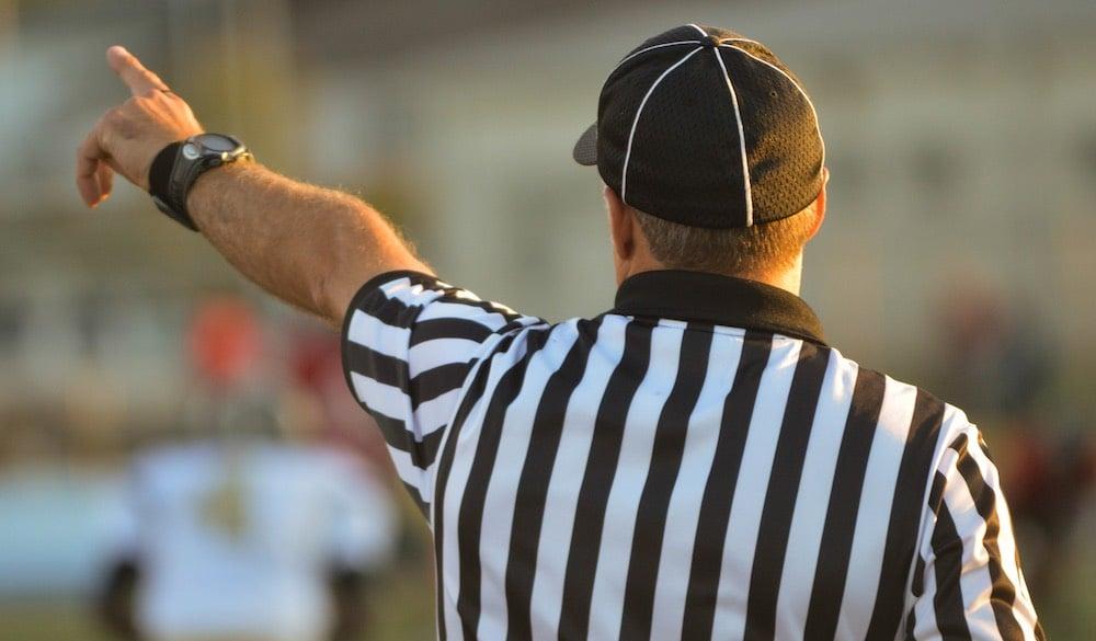referee-1149014_1920
